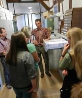 Dr. Dirk Henning informiert über das Fotoarchiv des Museums