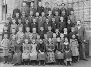 Gemischte Schulklasse der Veitsburgschule 1905