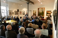 Dr. Maren Kratschmer-Kroneck hält die Laudatio zur Eröffnung der Kunstausstellung ADELHEID GARSCHKE
